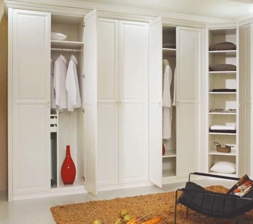 暖白色掩门衣柜设计图