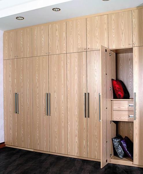 掩门衣柜效果图 萝莉大叔打造温馨卧室