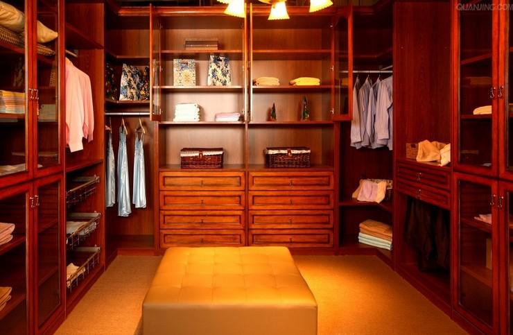 超豪华别墅 欧式实木整体衣柜图片