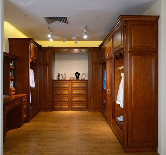 欧式实木衣柜效果图 老房里的春天