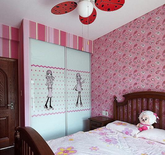粉色田园卧室衣柜装修效果图